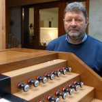 Orgelbaumeister Albert Baumhoer am Spieltisch Lüdenscheid